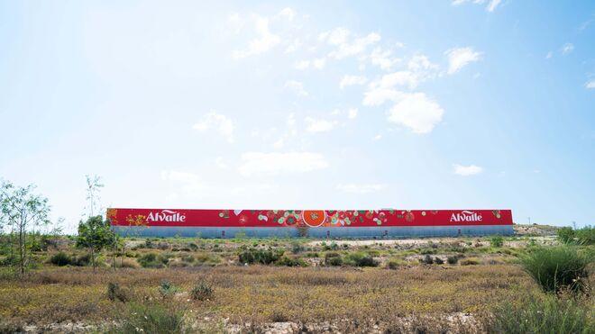 La nueva fábrica de Alvalle, a pleno rendimiento: 25 millones de litros de gazpacho