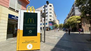 Pedir comida a domicilio desde la calle ya es posible con los nuevos mupis de McDonald's