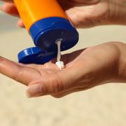 Las cremas solares a examen: un estudio de la OCU indica que todas cumplen