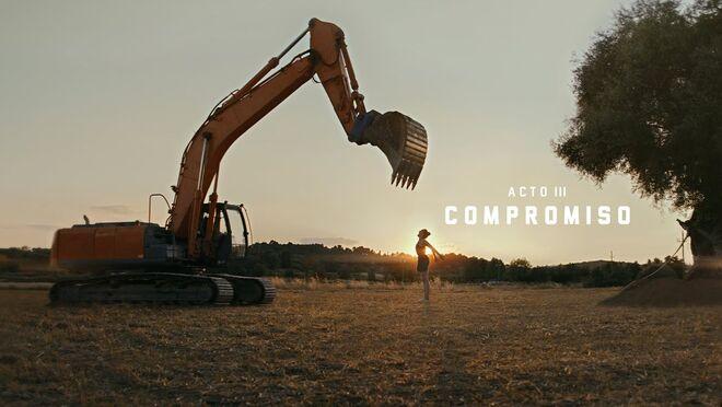 Estrella Damm dedica su spot de verano al compromiso medioambiental