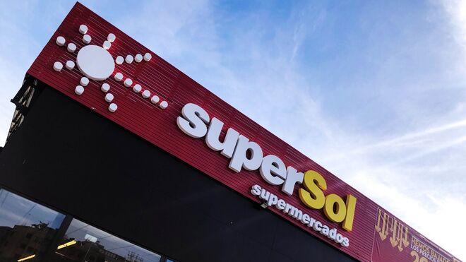 Los súper regionales estrenan las antiguas tiendas Supersol compradas a Carrefour