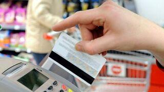 El pago con tarjeta supera por primera vez al efectivo en la cesta de la compra