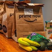 Amazon reparte ya alimentos gratis a sus abonados Prime en Reino Unido
