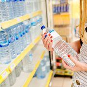 Agua embotellada, el quinto producto más solicitado en la cesta de la compra