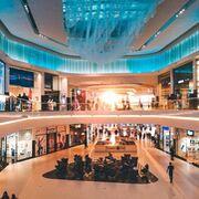 La afluencia a centros comerciales baja pero las ventas se recuperan