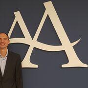 Angulas Aguinaga nombra a Carlos Ordóñez director financiero