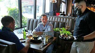 2 de cada 3 españoles ayudarían a su bar o restaurante durante la Covid
