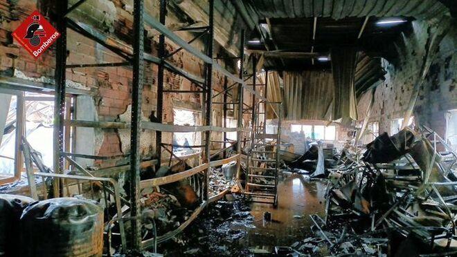 Incendio  en la fábrica de turrones de La Jijonenca