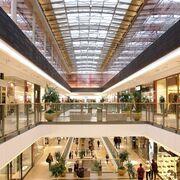 La afluencia a los centros comerciales repunta en marzo tras un año de descensos