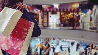 La afluencia a los centros comerciales se disparó en abril
