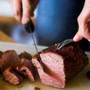 Cambio climático: los españoles prefieren no viajar en avión que dejar el consumo de carne