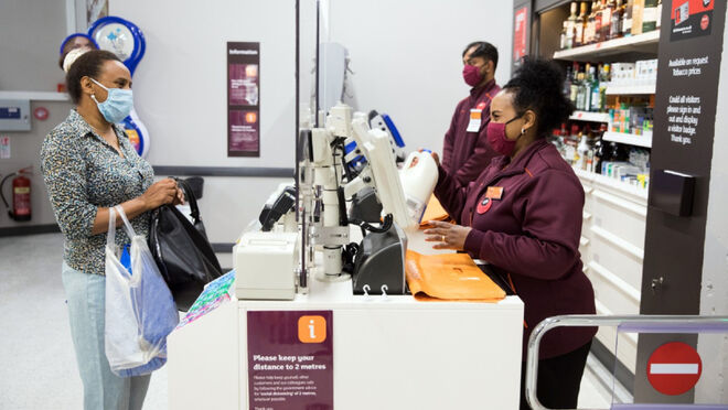 Miedo en el Reino Unido por la propagación del coronavirus en los supermercados