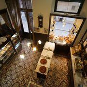 Renovarse o morir: la pastelería más antigua de España se pasa al delivery