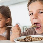 Los productos de desayuno de la publicidad infantil triplican la cantidad de azúcar