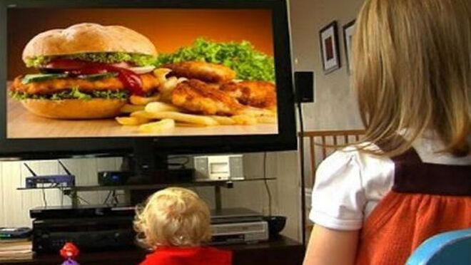 """El marketing de alimentos infantiles, un imán peligroso: zumos, galletas o yogures que ocultan un """"chute de azúcar"""""""