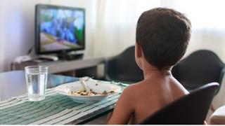 OCU pide prohibir la publicidad infantil de alimentos no saludables