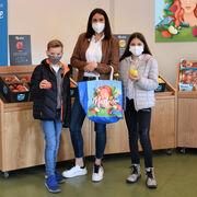 La 'ninfa Marlene' colorea 150.000 bolsas de la compra en toda Europa