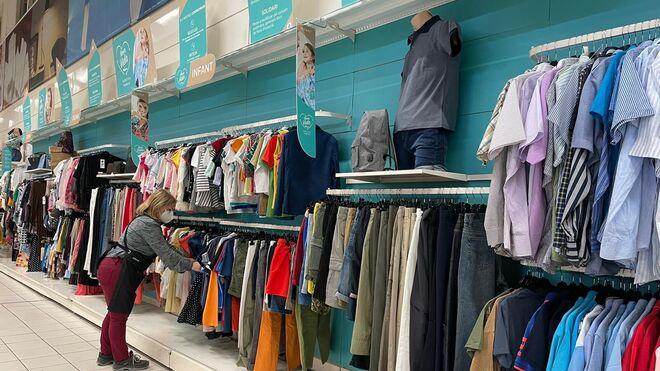 Alcampo abre un stand para vender ropa de segunda mano