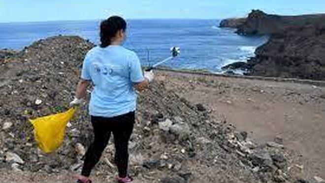 P&G y Carrefour se lanzan a limpiar las playas ante la vuelta del turismo