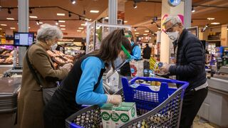 Las ventas del comercio minorista se disparan el 38,5% en abril