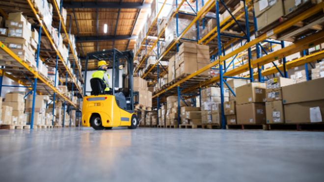 Los inversores inmobiliarios apuestan por la logística y aparcan el retail
