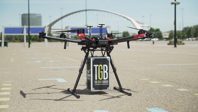 Restalia empieza a repartir hamburguesas a domicilio con drones