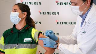 Heineken comienza la vacunación de sus empleados contra la Covid-19