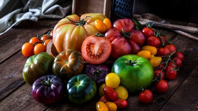 Carrefour firma 14 acuerdos 'kilómetro 0' con productores locales de tomate