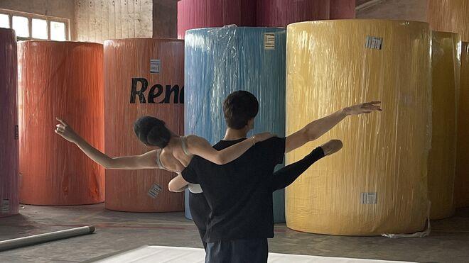 Renova transforma su fábrica en un escenario de ballet