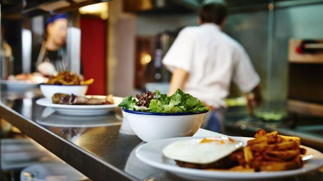 La hostelería mantiene el ritmo de crecimiento del empleo en agosto