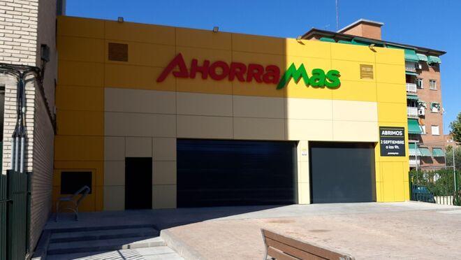 Ahorramas abre dos supermercados reformados en Madrid y Móstoles