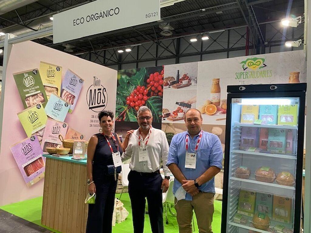 Bárbara Vázquez de la Oliva, Jaume Boix y Fidel Delgado, en el stand de Eco Orgánico