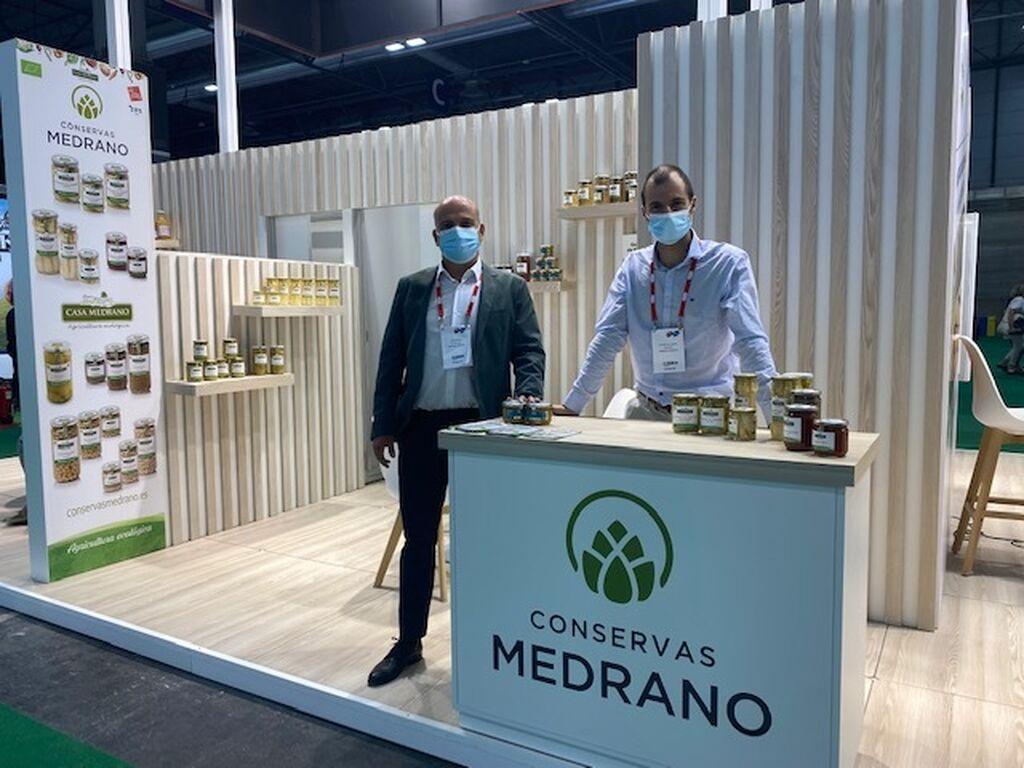 Javier Medrano y Javier del Cura, en el stand de Conservas Medrano