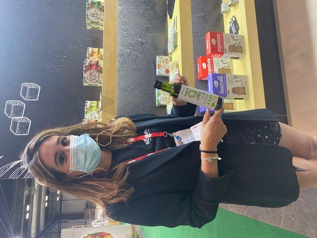María Gonzalo, de Soria Natural, con una de sus novedades, el aceite ecológico Super Omega