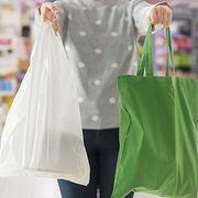 La OCU clasifica las mejores y peores bolsas para hacer la compra en el súper