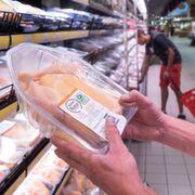 Eroski certifica el bienestar animal de sus carnes blancas de marca propia